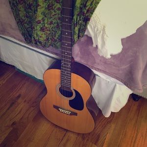 Acoustic guitar, never used!